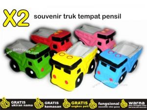 souvenir truk tempat pensil