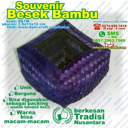 besek bambu mika
