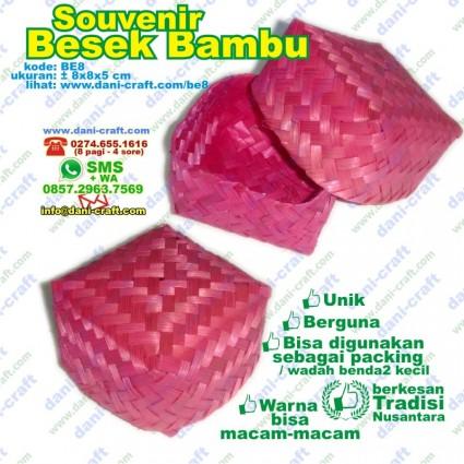 souvenir besek bambu