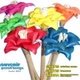 souvenir pensil bunga kering
