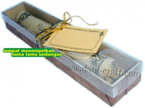undangan unik kotak daun label undangan