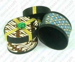 Tempat Perhiasan Oval Batik / tempat cincin (KK52)