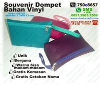 Souvenir Dompet Unik bahan Vinyl, Finil, Vinil