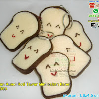 Gantungan Kunci Roti Tawar Bahan Flanel